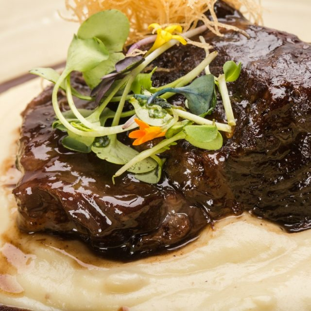 Braised beff cheeks with red wine sauce on truffle mashed potatoes